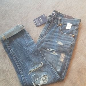 NWT Gap mid rise ankle girlfriend jeans size 28